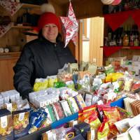 MdB Marianne Schieder bietet zahlreiche Waren aus dem Eine-Welt-Handel an